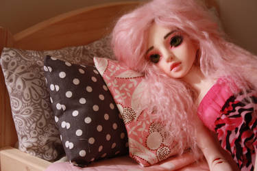 Junie trying to sleep by malvagitabella