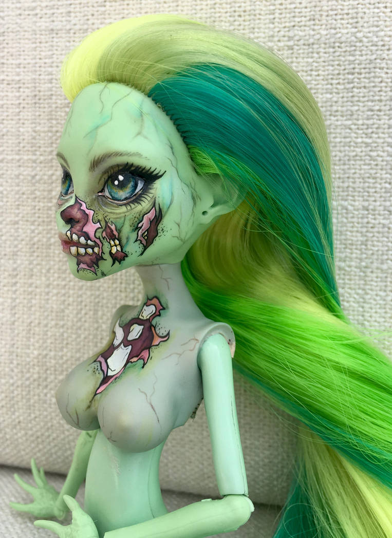 Zombie pin-up by eponyart