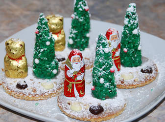 Self-made Edible Christmas Trees by baerin