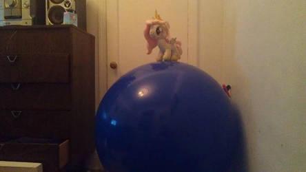 Tia: I'm the queen of the world! (Plush + Balloon) by PsychoYellowDragon