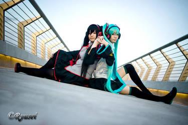 Twin Miku by Ryusei-R1