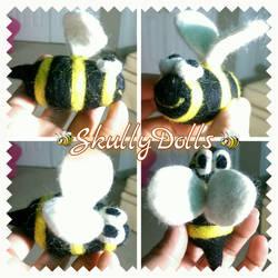 Felted Bee by waterseasun3
