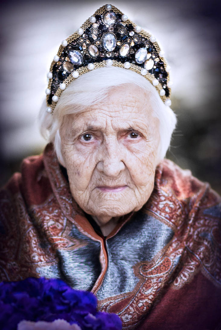 Century old Queen by curcabeata