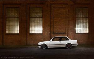 white BMW E30 at night by KonradJanicki