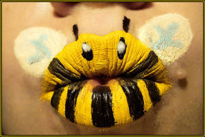 Bumble Bee by viridis-somnio