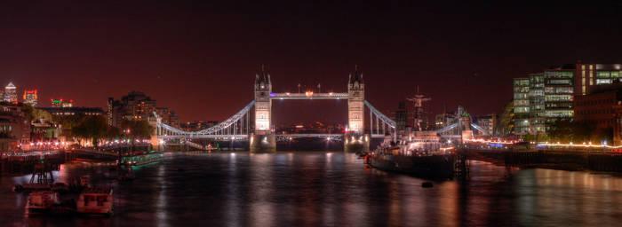 Night at Tower Bridge by gshegosh