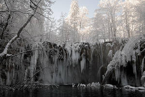 Plitvice: waterfall 2 by Ilharess