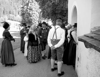 Greeting while entering the church by steppeland