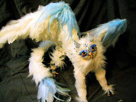 Posable Arctic Gryphon by MaryBunnie