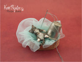 Miniature 1:12 Sleepy Kitty sculpture by Pajutee