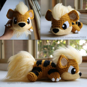 Baby Growlithe by aphid777