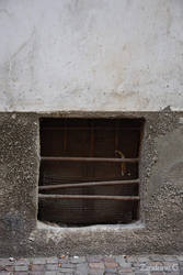 Fenetre a / Window in / Finestra a Cuneo #2 by Zandrine-C