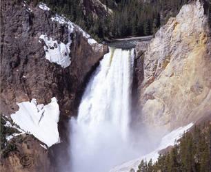 YellowStone Upper Falls by lantairvlea