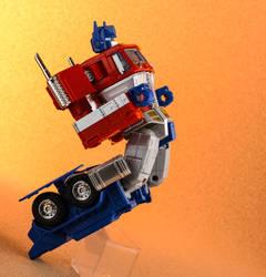 MP-10 Optimus Prime (mid-transformation) by nadav