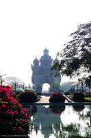 Laos : Patuxay Vientiane by Zeasonal