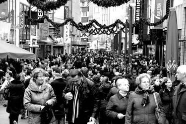 Crowded by Aeoliane