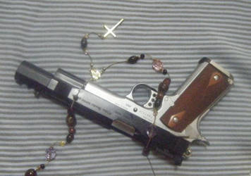 gun and cross on border3 by tokeisyou