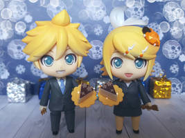 Kagamine Rin and Len 10th Anniversary - Nendoroid by ng9