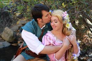 Flynn and Rapunzel Cosplay by aimeekitty