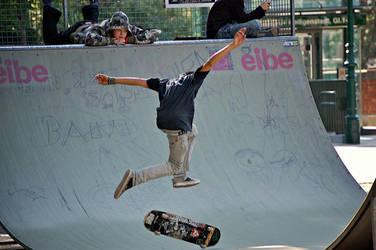 Skateboard Jump by jakobdenk