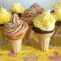 vanilla and chocolate cupcones by BentoLove