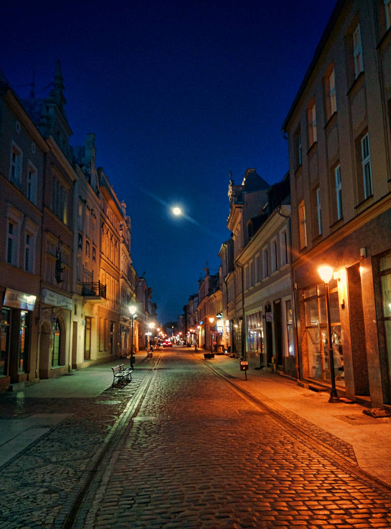 Whispers on the cobblestones by zompi