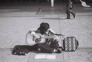 guitarist at beaubourg by josselin94
