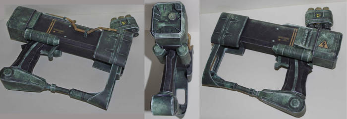 AEP7 Laser Pistol (Fallout 3) by SarienSpiderDroid