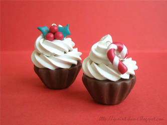Christmas Cupcakes by quaint-dame