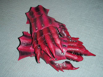Dragon armor claw gauntlets by Red-Dragon-Lord