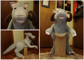 Custom plush - Tauntaun by silentorchid
