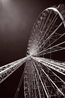 Ferris wheel in Paris by ploftdk