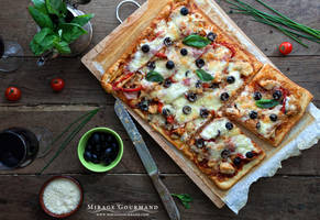 Pizza with bbq sauce, chicken and bacon by MirageGourmand