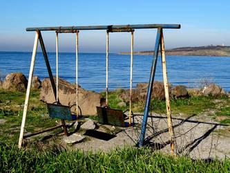 Swings by helice93
