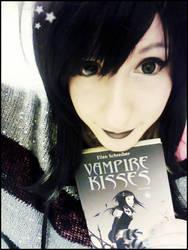 Vampire kisses - Raven Mdison by ViviVampyre