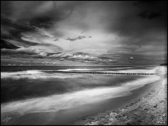 Two Faces Of The Sea - Dark by Zyklotrop