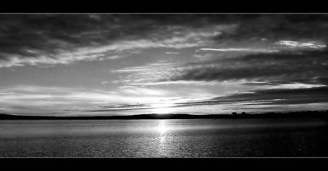 Black and white sunset by abstractlvr