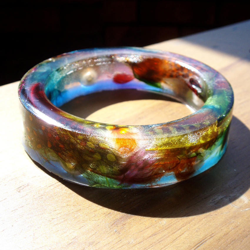 Feathered resin bangle