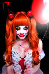 Female Pennywise by Sarina-Rose