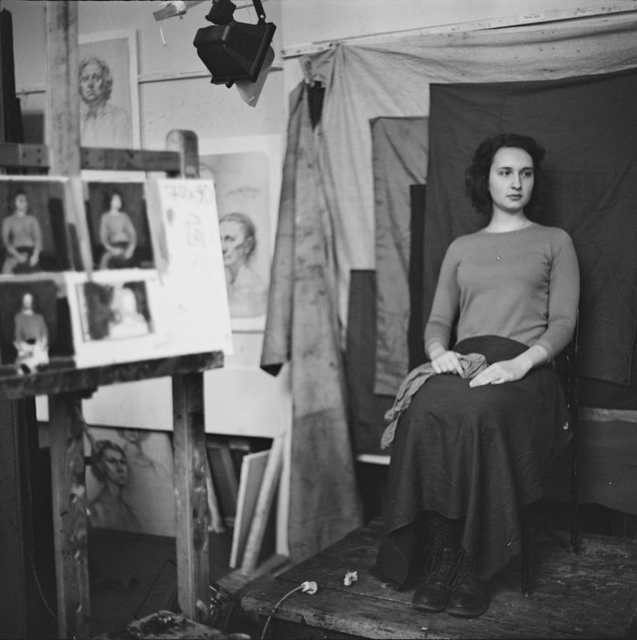 Model posing in Academy of Fine Arts by eleanora-sveshnikova
