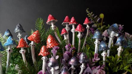 Funky Mushrooms Figurines by falauke