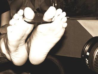feet by pouttnik