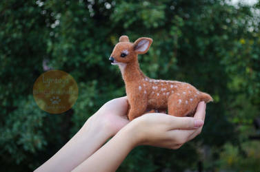 White-tailed deer felt sculpture by Lyntoys
