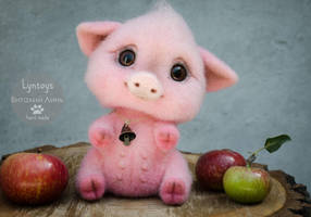 Piggy Needle Felted Sumbol 2019 by Lyntoys
