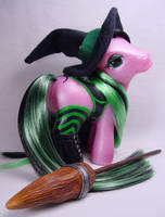 Enchantress the witch pony by Woosie