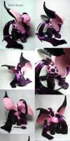 Sinful Sweet, the goth pegasus by Woosie