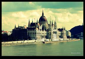 Hungarian Parliament by Elessar91