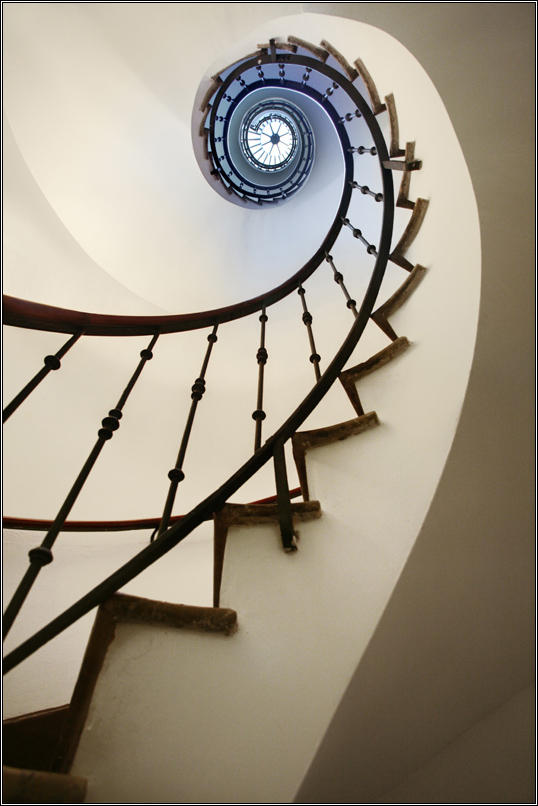 Spiral to infinity by SergejE