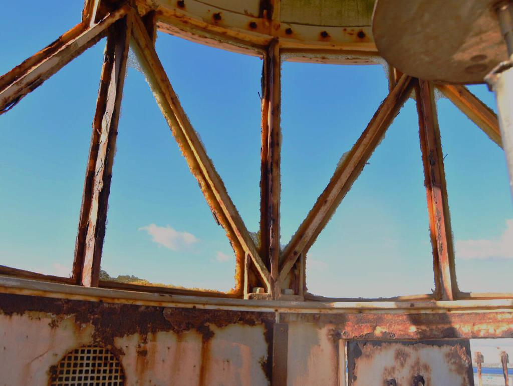 Smashed windows by carlosthebadman