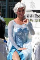 Elsa Frozen by MysteriousMaemi